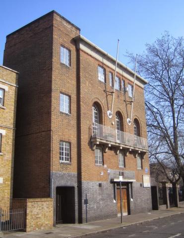 SALON NO. 19: LONDON'S DIVIDED SELVES